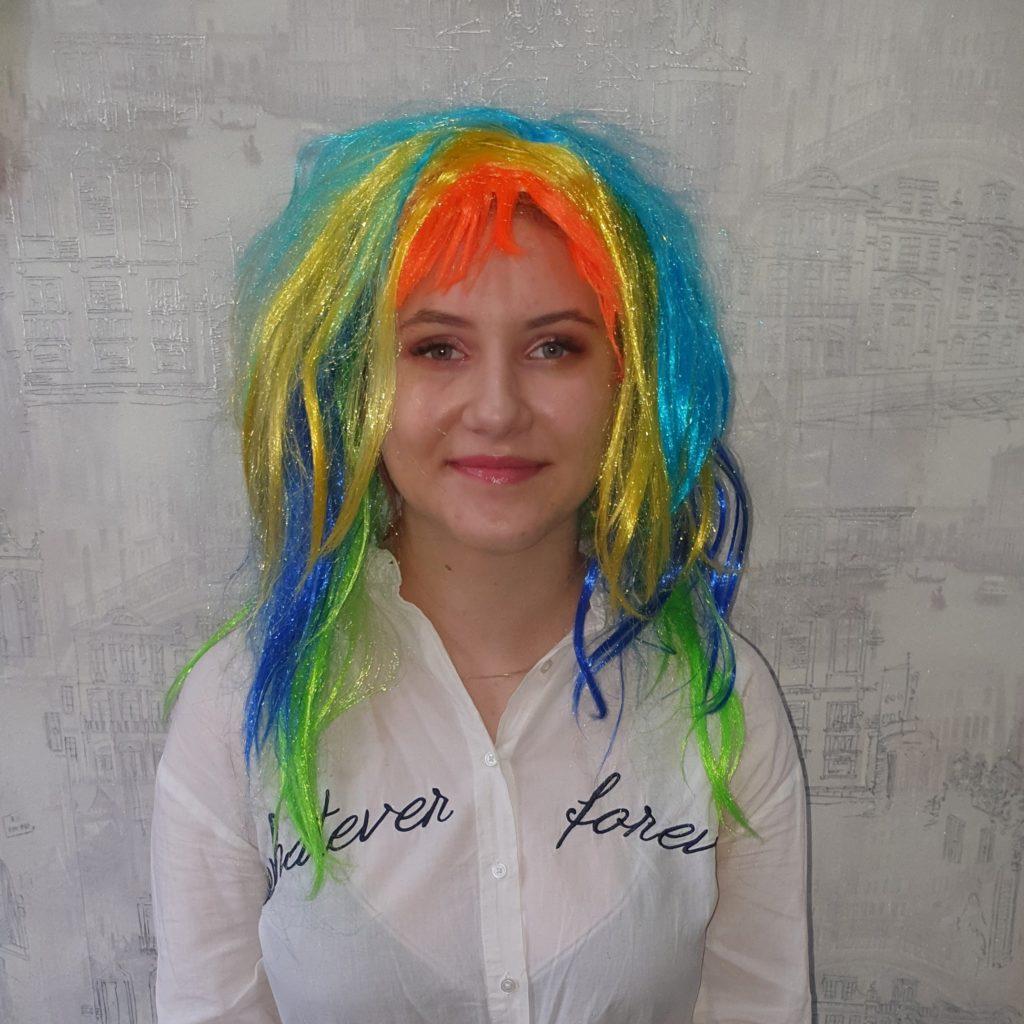 Парик разноцветный, волосы по плечо