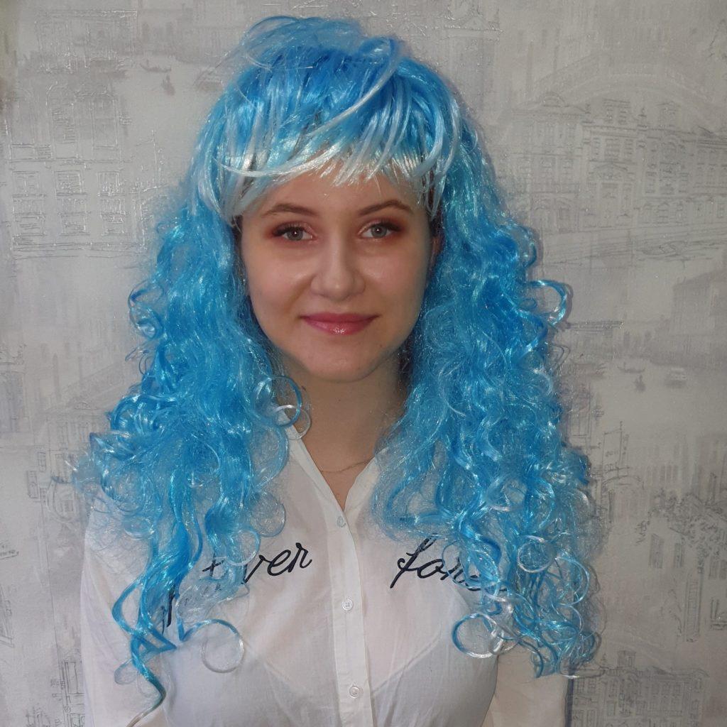 Парик насыщено-голубой, кучерявые волосы