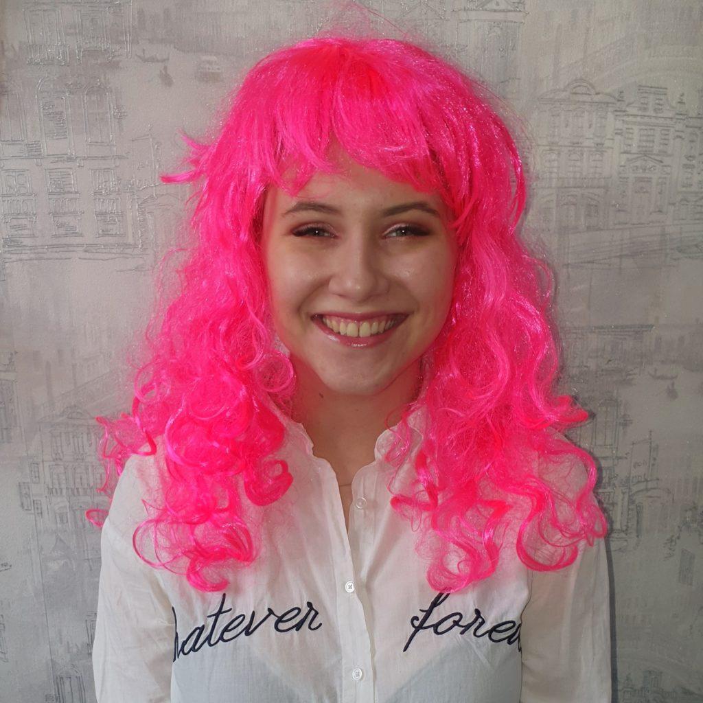 Парик розовый, кучерявые волосы