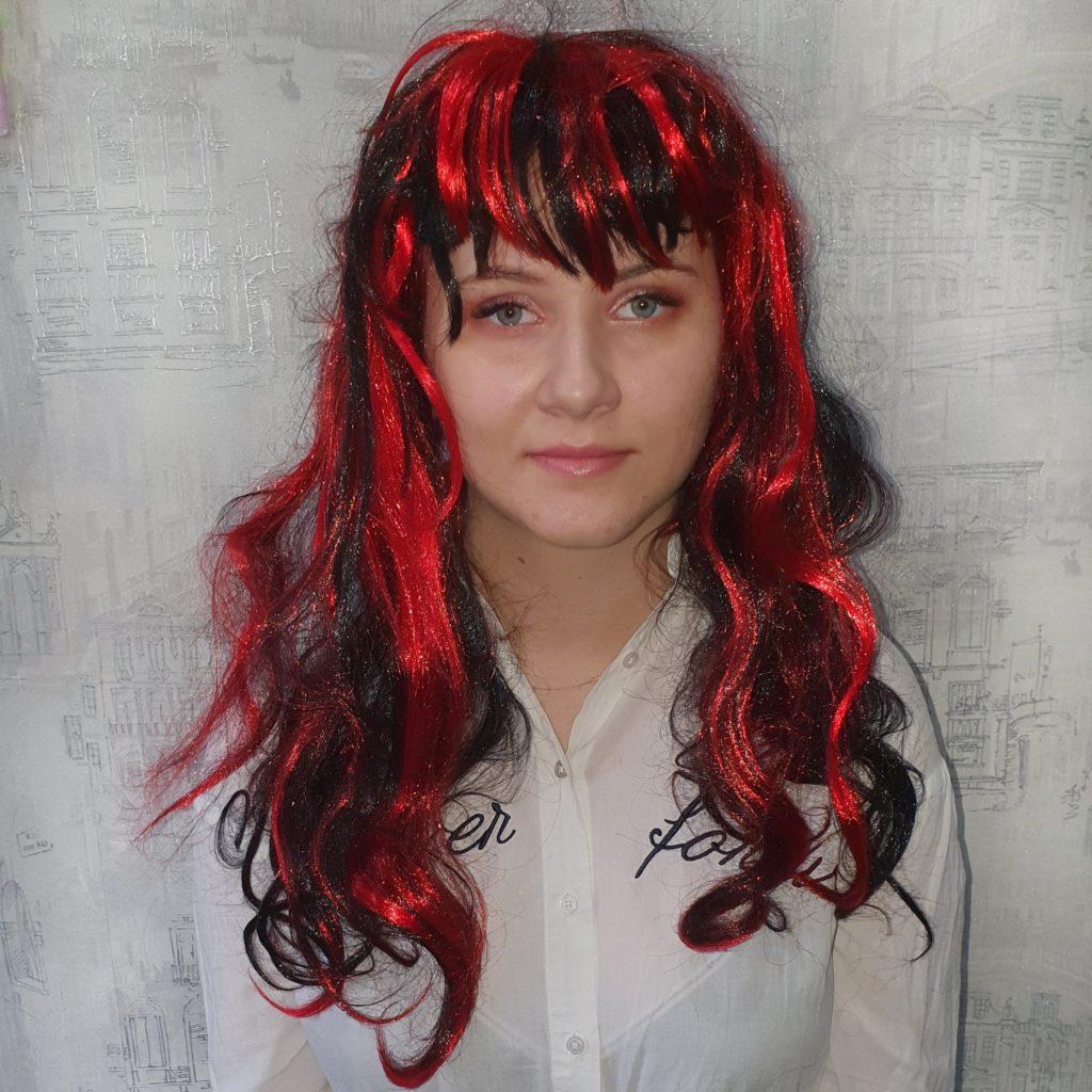 Парик черно-красный, длинные волосы