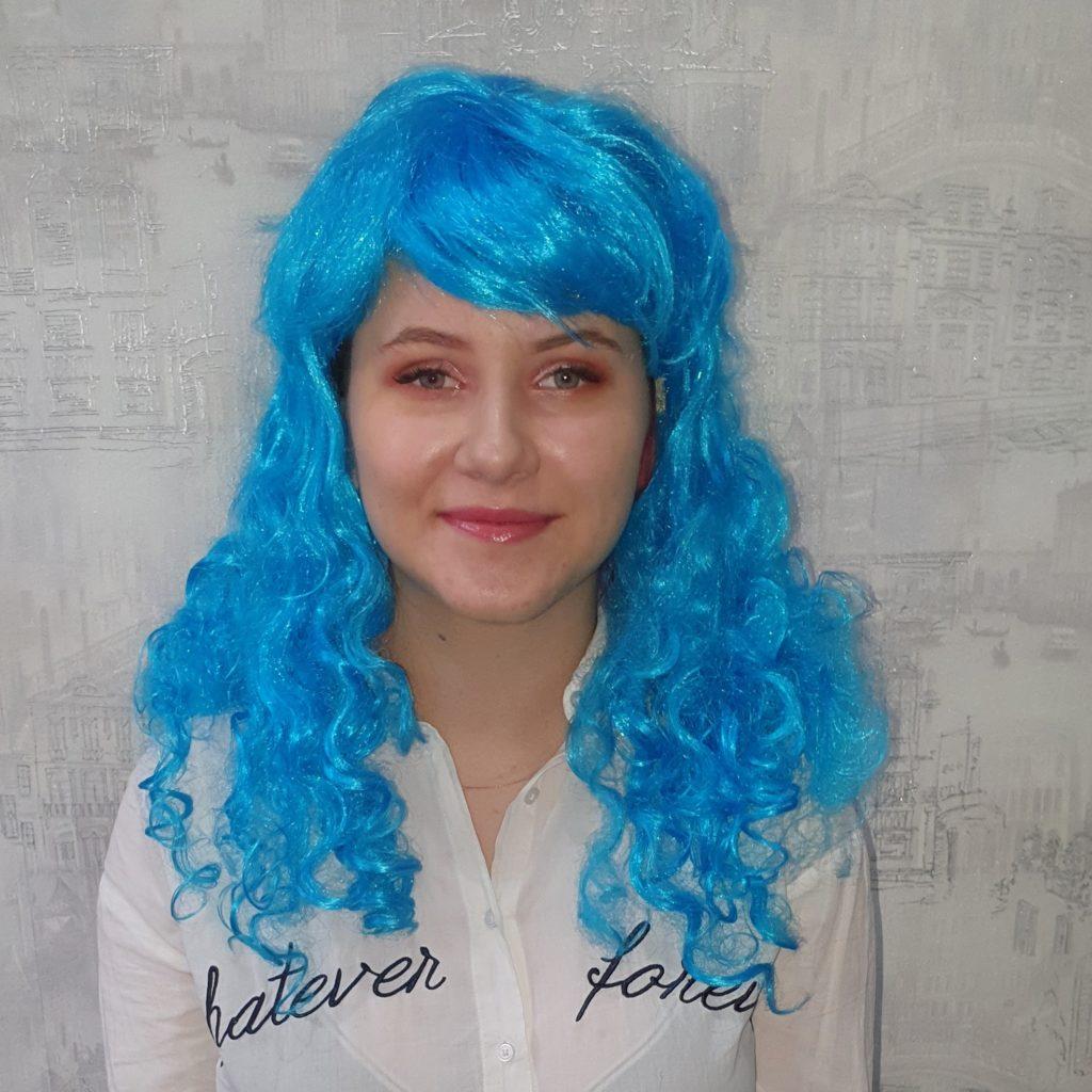 Парик голубой, кучерявые волосы